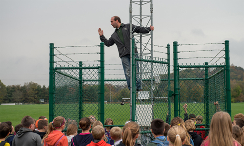 Fifth-Graders Come to See How Weather Works