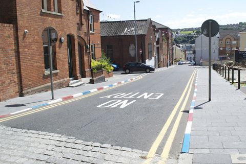 Painted curbs in the Fountain, a unionist neighborhood in Derry. The red, white and blue marks on curbs are a sign that this is a unionist area (in nationalist areas, they would be painted green, white and orange). Many curbs are no longer painted.