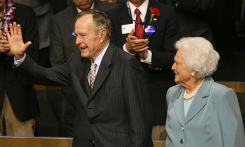 President George H.W. Bush  and first lady Barbara Bush (C) take their seats on day two of the Republican National Convention in 2008. (Photo by Justin Sullivan/Getty Images)