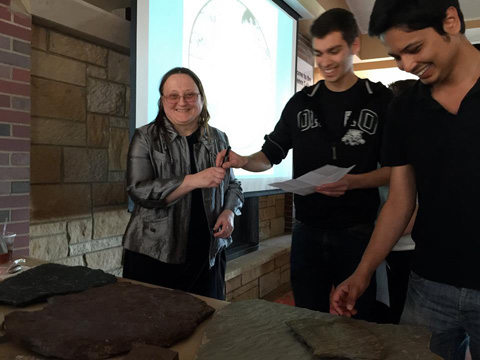 Dr. Elizabeth Gierlowski-Kordesch discussing Jurassic rocks at Science Cafe in 2015.