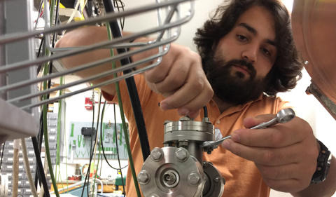 The vacuum-tight feedthrough for the MIT detector needed to be removed from the original set-up.