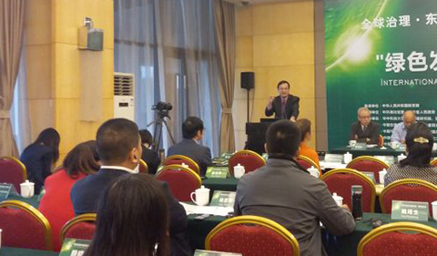 Jieli Li presenting at front of room of attendees
