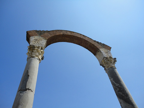 Arch from the Roman town of Minturnae.