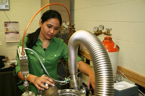 Graduate student Sneha Pandya in Kordesch's lab.