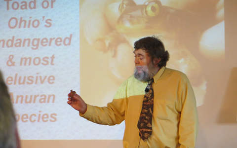 Dr. Scott Moody holds up a salamander at Science Cafe.