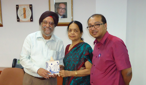Dr. Amrit Singh receives a gift from his hosts, Dr. Meenakshi Raman and Dr. Nilak Datta of BITS Pilani (Goa Campus) after giving a talk on the American Frontier on April 16, 2015.