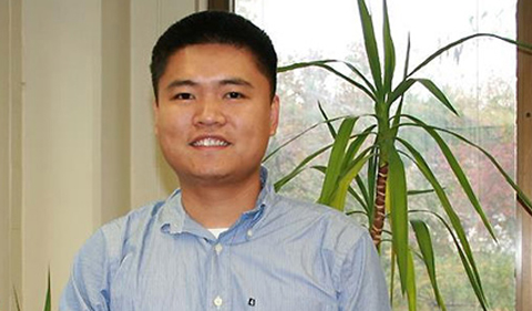Recent Grad Fan Is 'Someone Who Will Apply Physics to Real-World Applications'