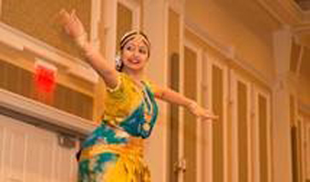 A dancer at the annual Indo-American Friendship Day Dinner at Ohio University.