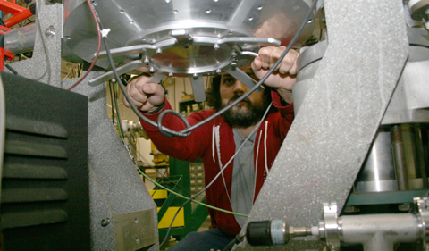 During the experiment, the angle at which the MIT detector is placed can be adjusted by rotating the stand from below, which saves time because the chamber does not need to be opened and then pumped down between each run.