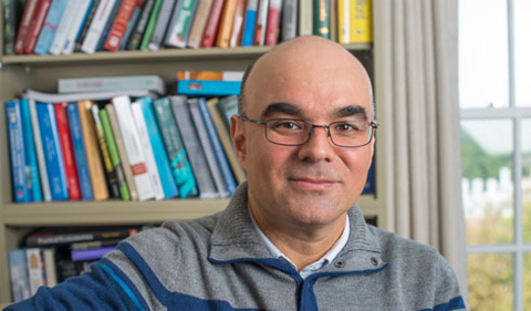 Dr. Roberto Duncan