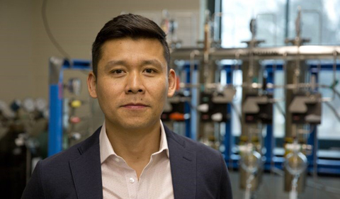 Alfredo Angeles-Boza in his lab