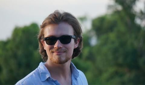 Psychology Major Noah Lorincz-Comi. Outside photo of him wearing sunglasses.