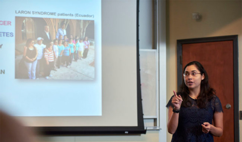 Silvana Duran-Ortiz presenting at the 3-Minute Thesis competition