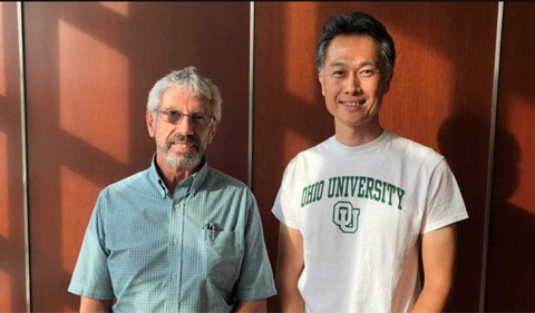 Hirata and Biological Science chair Robert Colvin