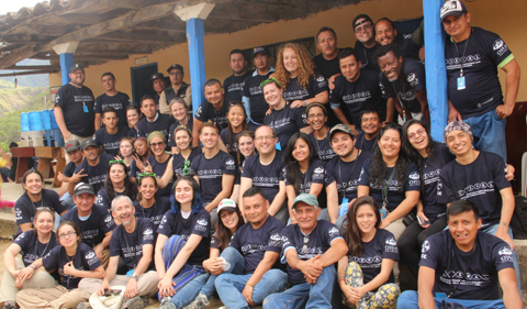 Group photo of Tropical Diseases Research and Service Learning Program in Ecuador