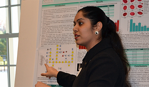 Doctoral student Dasmeet Kaur presenting her research at the MCB retreat.