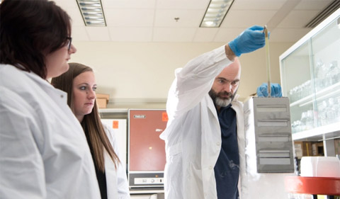 Rebecca Keogh in the lab with Dr. Ronan Carroll.