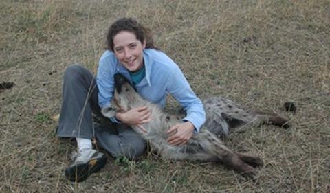 Sarah Benson-Amram, portrait with her dog
