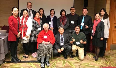 Dr. Chris Thompson (back left) and Dr. Hiro Kawamura (center), members of the AAS Panel and other members of the Japan Foundation Sponsored Professional Development Project.