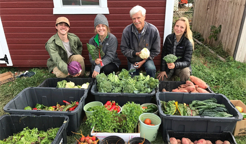 Dr. Art Trese with students in the OHIO student farm.