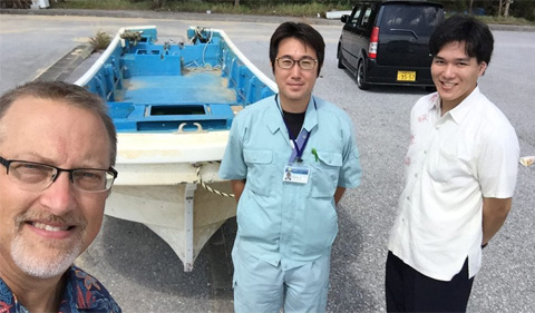 From left, Dr. Chris Thompson, Masaru Yonashiro of the Kinjo-cho Town Hall and Koudai Nakada in front of fishing vessel in October, 2019.