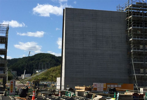 Seawall No. 4 in Tarō shown here nearing completion in September 2019.