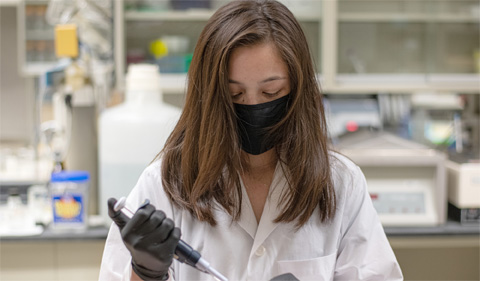 Nicole Hess in the lab