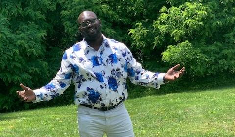 Oyeyemi Ajayi, outdoors smiling